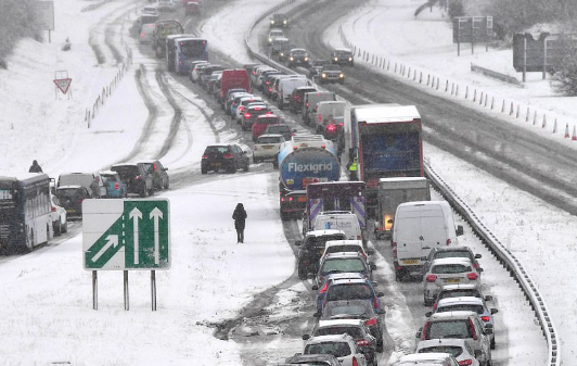 الثلج يشل حركة النقل في القارة العجوز