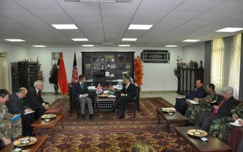 وزير دفاع بريطانيا يلتقي نظيره في أفغانستان