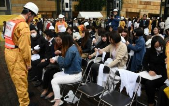 جرحى بعد زلزال اليابان 6.1 درجة