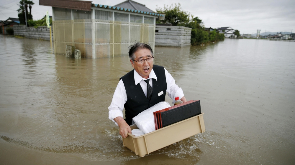 11 missing, 1 dead and 400,000 flee their homes in Japan flooding