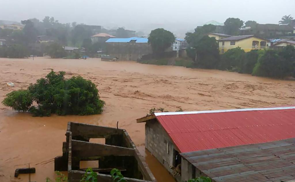 37 died in 'Vietnam' Flash floods and landslides