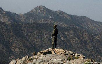 پاکستان خپلې نظامي پوستې د افغانستان له خاورې وباسي