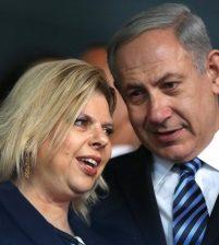 По делу связанному с последними разоблачениями премьер-министра, допросили супругу Нетаньяху