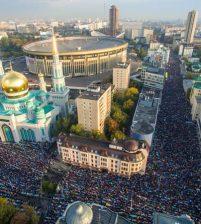 В Московской Соборной мечети проходят торжества в честь окончания священного месяца Рамадан