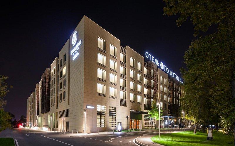 О поступлении угроз взрыва в 13 отелей Москвы сообщил источник