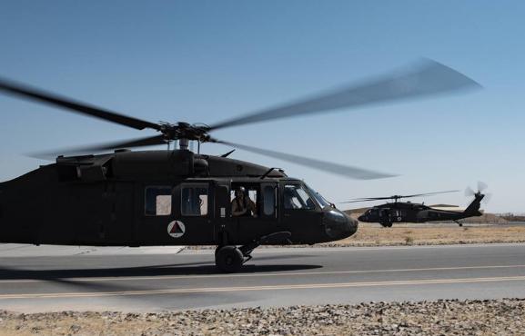 США передали ВВС Афганистана еще два вертолета