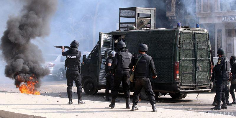 В Египте при перестрелке с боевиками погибли 54 полицейских