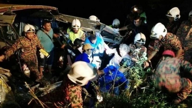 При столкновении двух автобусов в Малайзии восемь человек погибли и более 30 пострадали