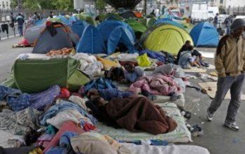 Во Франции в знак солидарности с бездомными чиновники будут спать на улице