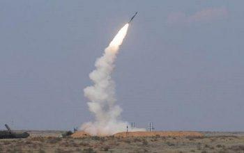 حمله موشکی ارتش یمن به محل تجمع نظامیان سعودی