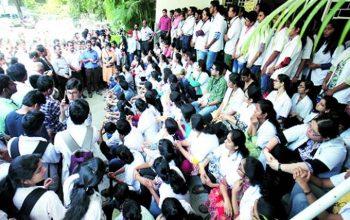 داکتران هندی در اعتراض به اجازه طبابت به طبیبان سنتی اعتصاب کردند