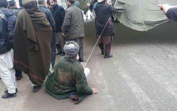 معترضان بار دیگر از ظلم بشیر قانت پیشروی دفتر والی تخار چادر تحصن بر پا کردند
