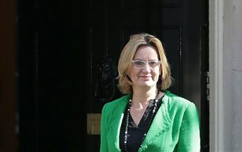 وزیرداخله  انگلیس درپی بد رفتاری با مهاجران استعفا داد