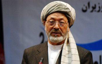 خلیلی: هدف ما آوردن صلح آبرومندانه است نه تسلیم شدن طالبان