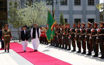 هدف سفر نخست وزیر پاکستان به افغانستان کاهش از فشار های جهانی بر پاکستان است