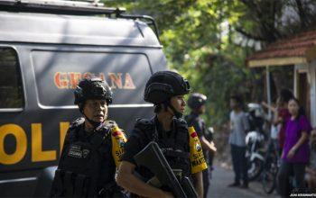 سه حمله انتحاری در اندونیزیا 49 کشته و زخمی بر جا گذاشت