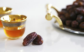 چه بنوشیم و بخوریم تا در ماه رمضان تشنه نشویم؟