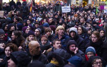 هزاران تن از مخالفان وموافقان مهاجران در آلمان به جادها ریختند