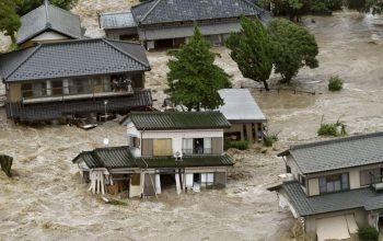 جاری شدن سیلاب در جاپان 11 کشته و 45 مفقود برگذاشت
