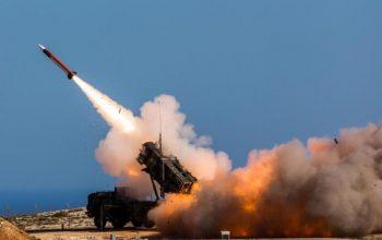 پایگاه نظامیان سعودی هدف حمله موشک های یمن قرار گرفت