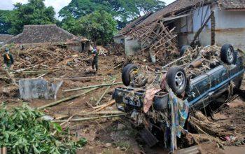 سیلاب در اندونزیا 63 کشته و زخمی برجا گذاشت