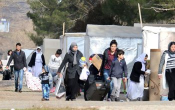 پناهندگان افغانستان در یونان، بی سرپناه می شوند