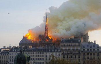 کلیسای «نوتردام» در آتش سوخت
