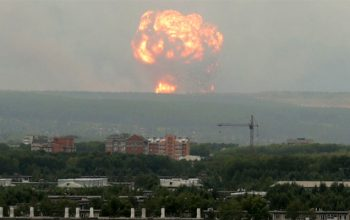 یک کشته و هشت زخمی در انفجار نیرومندِ ذخیره گاه مهمات در روسیه