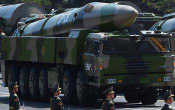 رونمایی از موشک اتومی در هفتادمین سالگرد استقلال چین