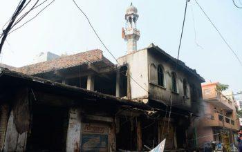 معترضین یک مسجد را در هند آتش زدند