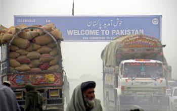 اموال تجاری از مرز پاکستان وارد افغانستان می شوند