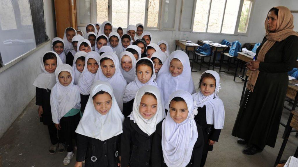 مکاتب افغانستان باز می شوند